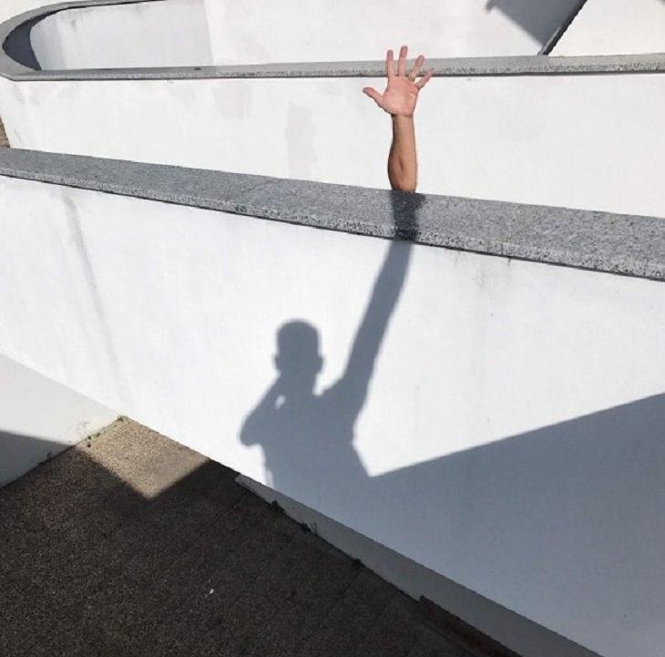 Ilusões ópticas incríveis criadas pelo artista e fotógrafo de Portugal Tiago Silva, sombra e mão, criando a ilusão de uma mão extra longa