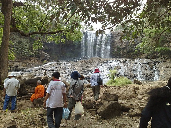 The beautiful sights and tourist activities in the Mondul Kiri (Mondulkiri) province of Cambodia, a tour group is led to the Bou Sra Waterfall near Sen Monorom