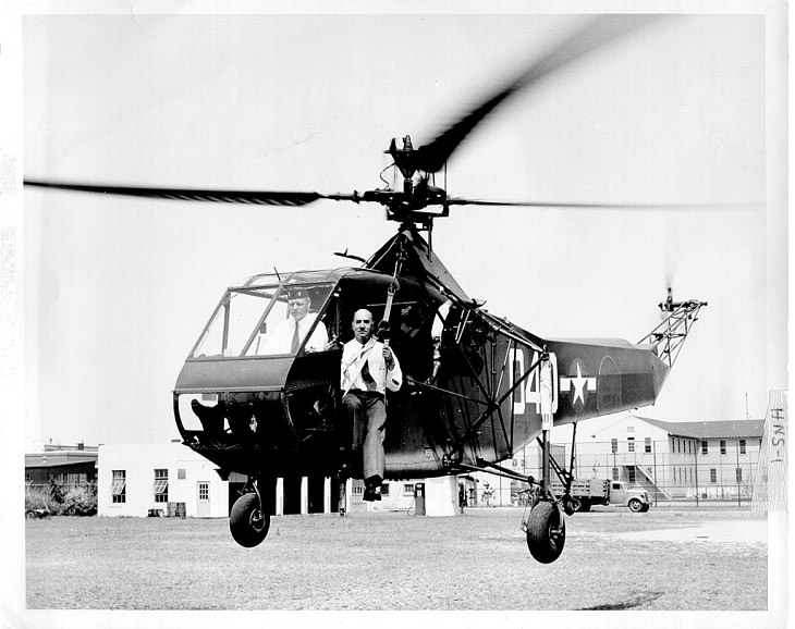 10 most famous and important helicopters in human history, Sikorsky R-4, the First Helicopter Mass-Produced