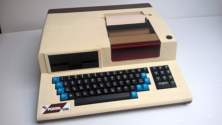 A history of laptops designed as portable computers and micro computers from the 1970's onward, The Portal R2E CCMC