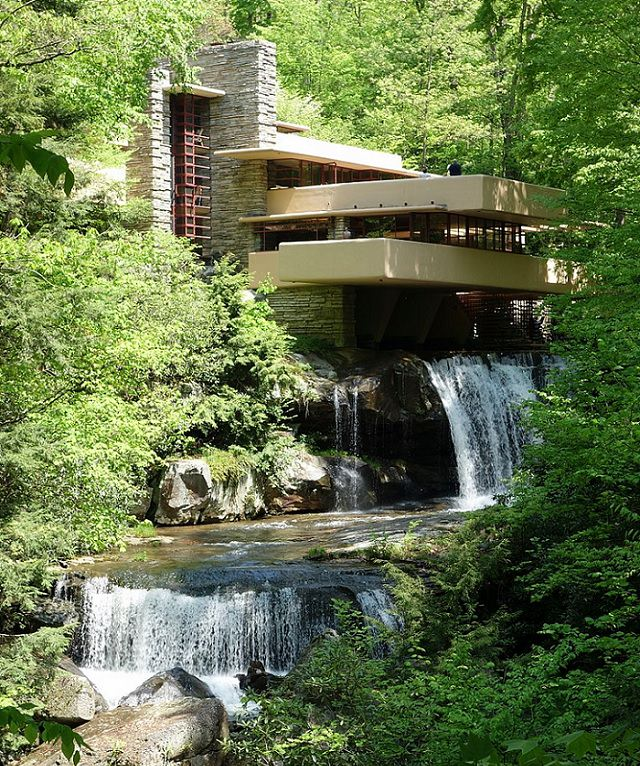 Houses and buildings designed by architect Frank Lloyd Wright, pioneer of organic architecture, prairie school homes and textile block buildings, Fallingwater, Pennsylvania, best all time work of American architecture, national historic landmark