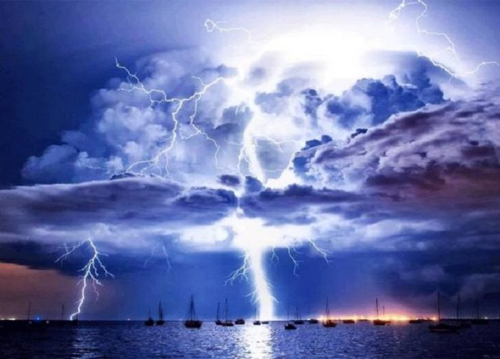 Pictures of natural wonders, powerful phenomenon and oddities in nature, The Catacumbo Lightning, a storm that arises above the Catacumbo River in Venezuela that helps regenerate the planet's Ozone Layer