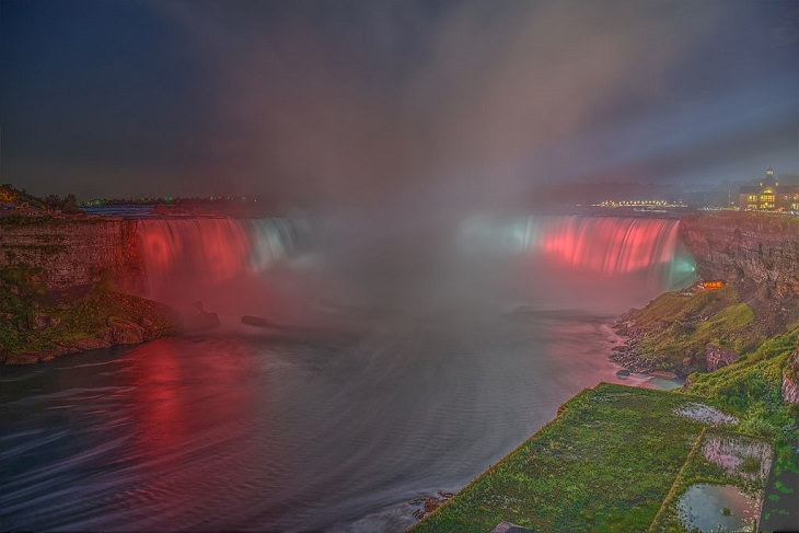 Sights, trails, cruises, activities, natural wonders and fun family events found at Niagara Falls between New York, United States and Ontario, Canada, Horseshoe Falls at night