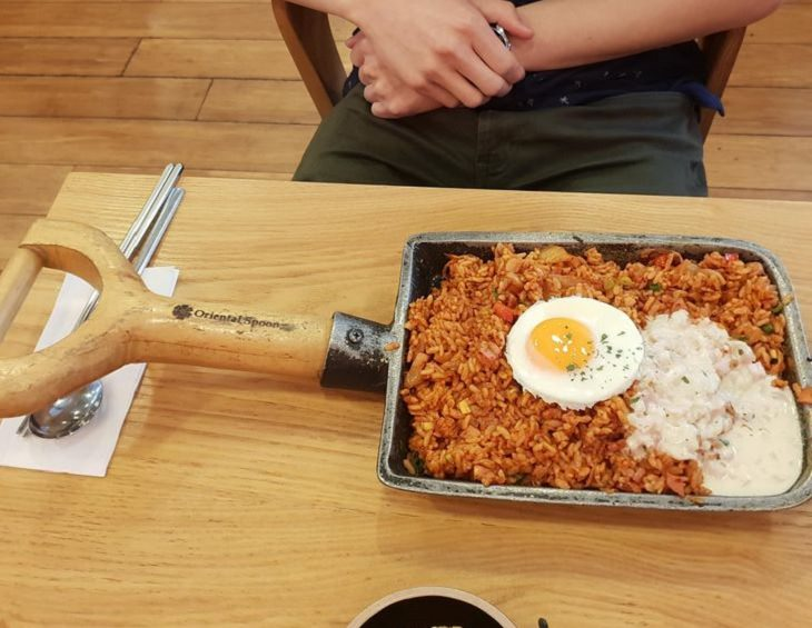 Hilariously creative replacements for plates, shovel of fried rice