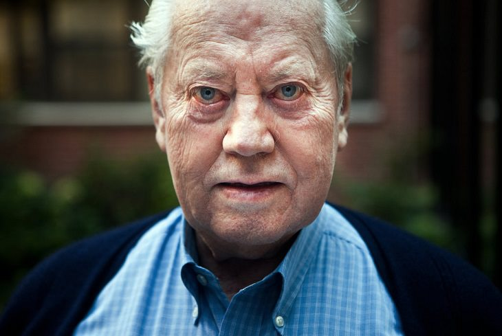 Billionaire philanthropist Chuck Feeney successfully gives away all his money and closes the Atlantic Philanthropies