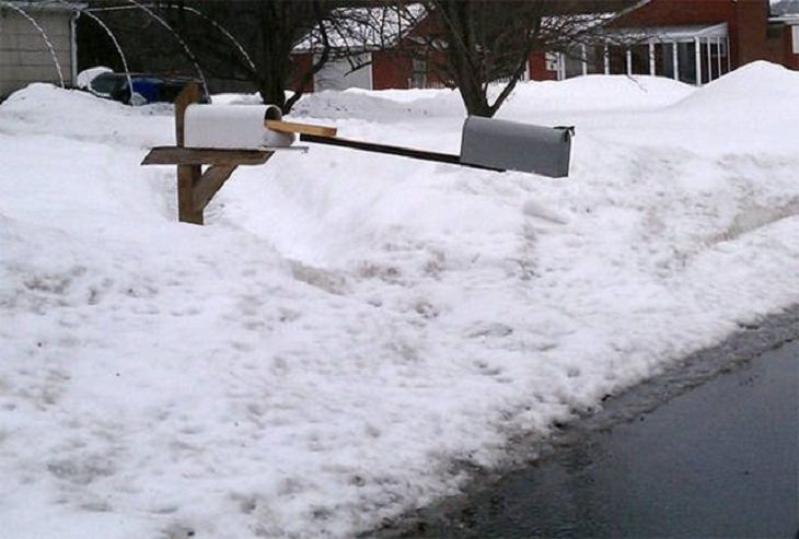 Hilarious pictures that could only be taken in Canada, a mailbox with another mailbox attached at the end of a long plank