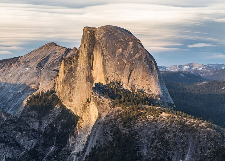 Interesting folk tales, stories, myths and legends inspired by geological phenomenon and historical landmarks, locations and events, Tis-sa-Ack, yosemite national park, california, half dome, washington column