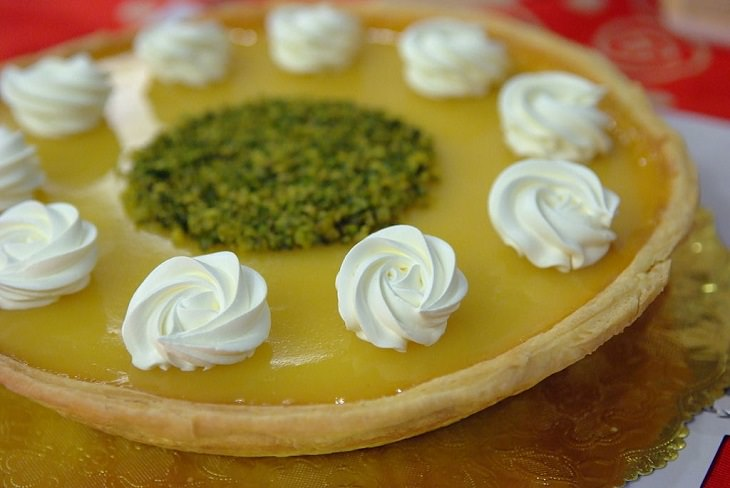 Recipes and nutrition content for 5 delicious no-bake ovenless pies, pumpkin chip cream pie