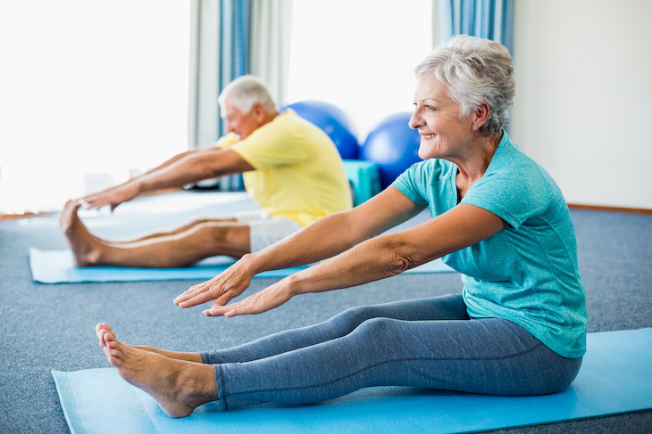 5 Active Stretches to Boost Flexibility & Strength seniors strethcing