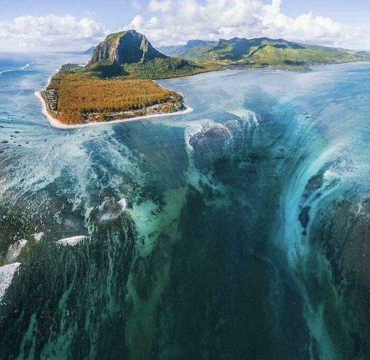 Pics of Massive Things, underwater waterfall