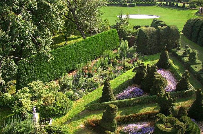 The Most Stunning Topiary Gardens