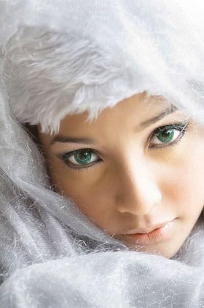 photo of women's eyes