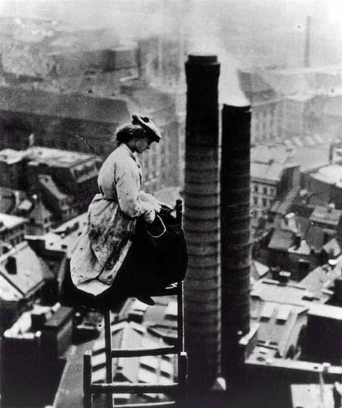 33 strong women A Female Mason Overlooking the City of Berlin
