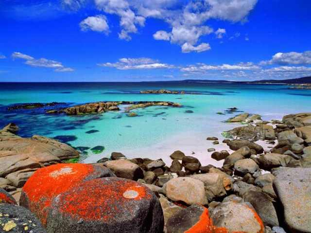 Hiking Bay of Fires, Tasmania, Australia