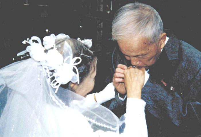 Recreating-Wedding-Anniversary