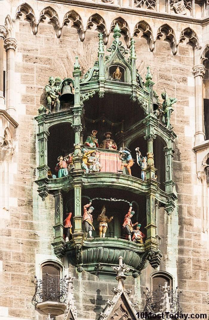 famous Clock towers: Rathaus-Glockenspiel