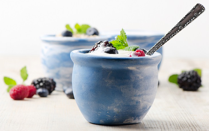 Remedies for cellulitis: yogurt and berries