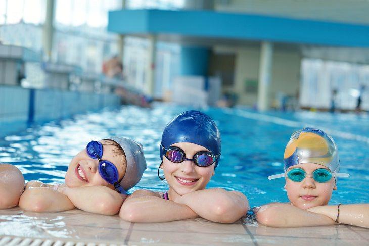 Tips Para Mantener a Los Niños Libres De Virus Al Nadar