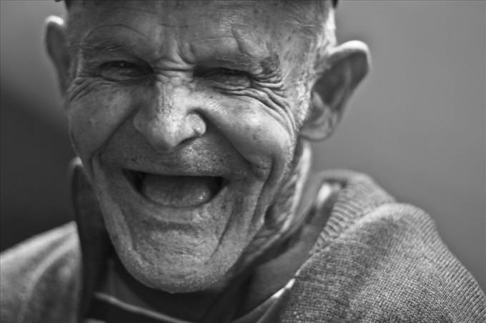 viejo riendo