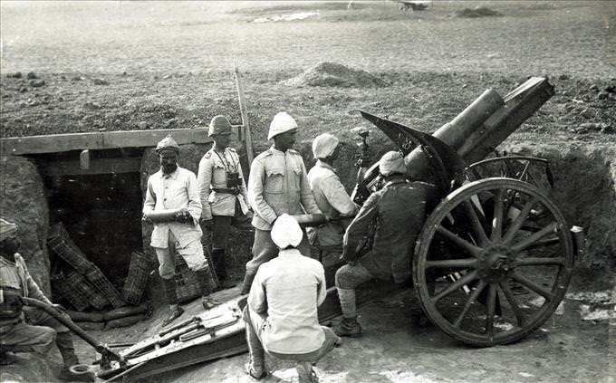loading a cannon during WWI