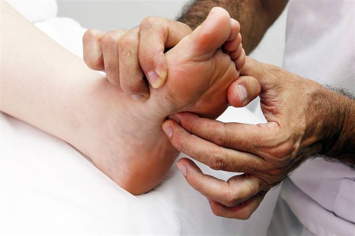 pressure points - putting pressure on a foot on a pressure point
