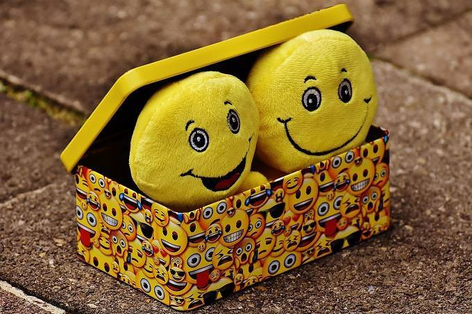 A box with smiling dolls
