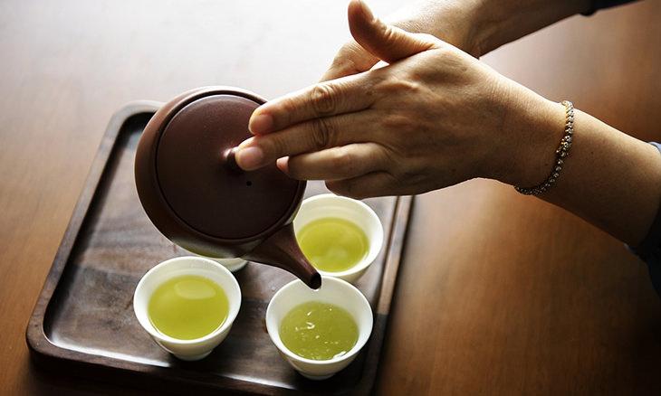 Hábitos Saludables Dieta Asiática Limita las bebidas, especialmente las frías