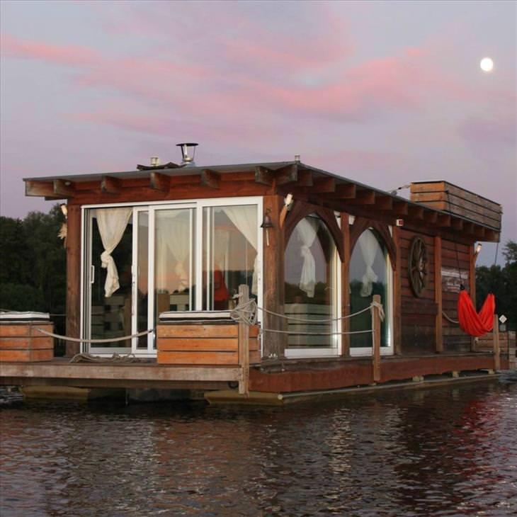 Beautiful Houseboats