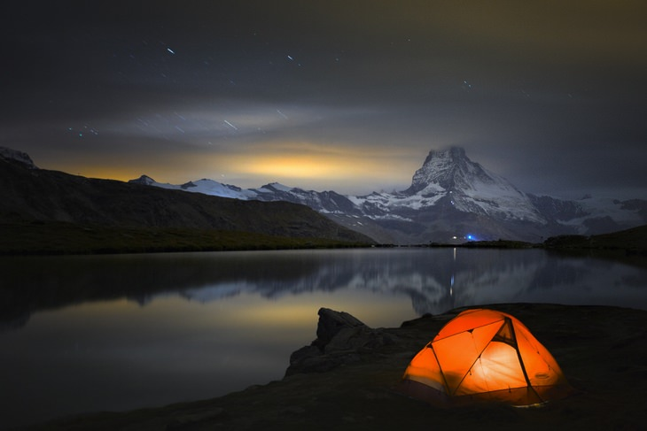landscape of the Matterhorn mountain in the background of lake Stellisee