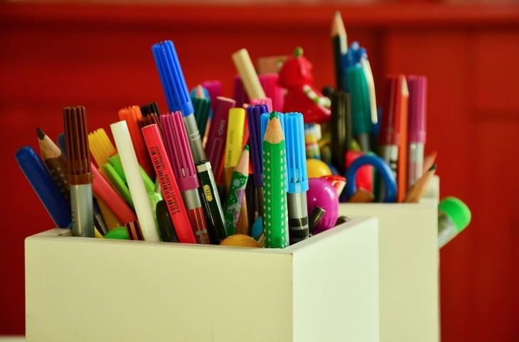 Decluttering Tips for the Home Writing Utensils