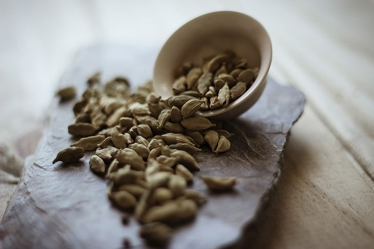 Cardamom Health Benefits a bowl full of cardamom