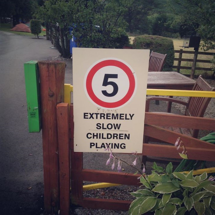 funny signs 5 extremely slow children