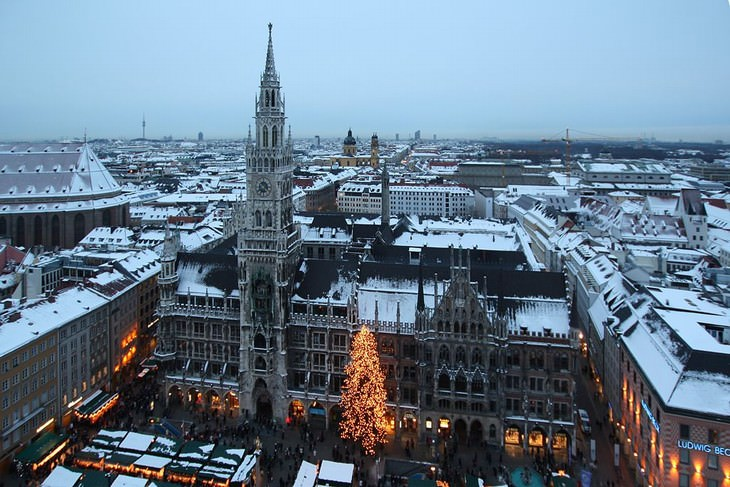 tourist attractions in munich Marienplatz in the winter