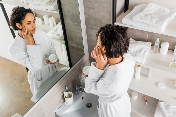 bad habits for skin and hair woman applying cream