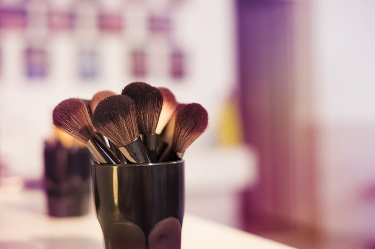 bad habits for skin and hair brushes