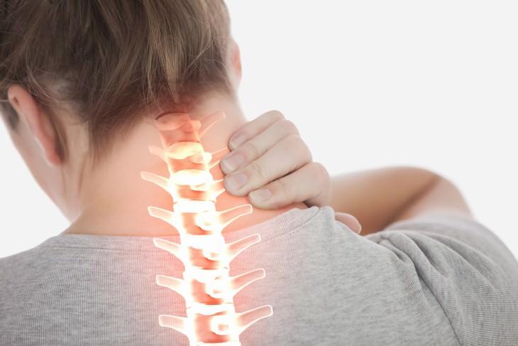 Natalie Kunicki stroke after cracking her neck visual of the spine