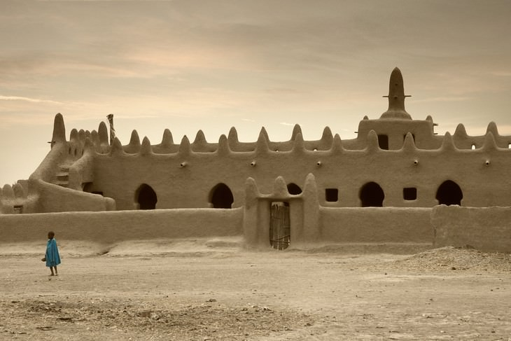 ancient ruins Great Mosque of Djenné, Mali