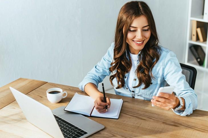 language learning woman near a laptop videochatting someone