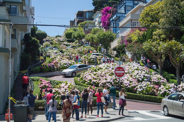 famous U.S. landmarks hated by the locals Lombard Street, San Francisco, CA