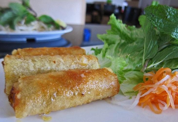 Vietnamese fried spring rolls: cha gio