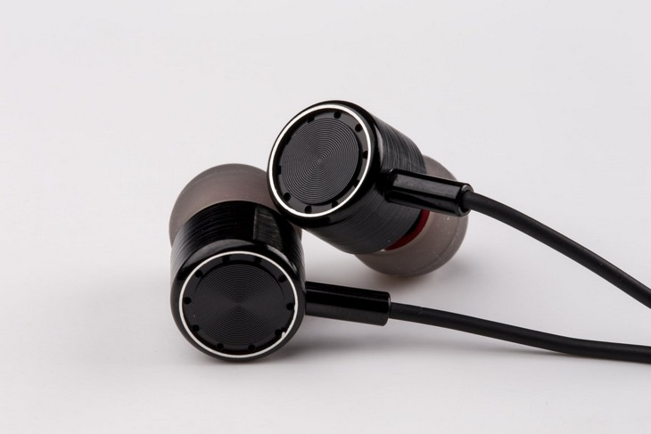 Smartphone lifehacks: earbuds
