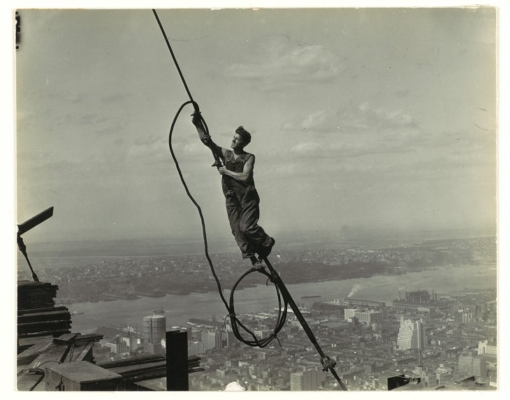 construction of famous buildings construction worker empire state building