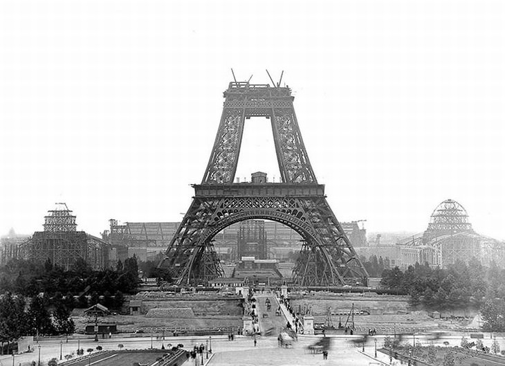 construction of famous buildings Eiffel Tower