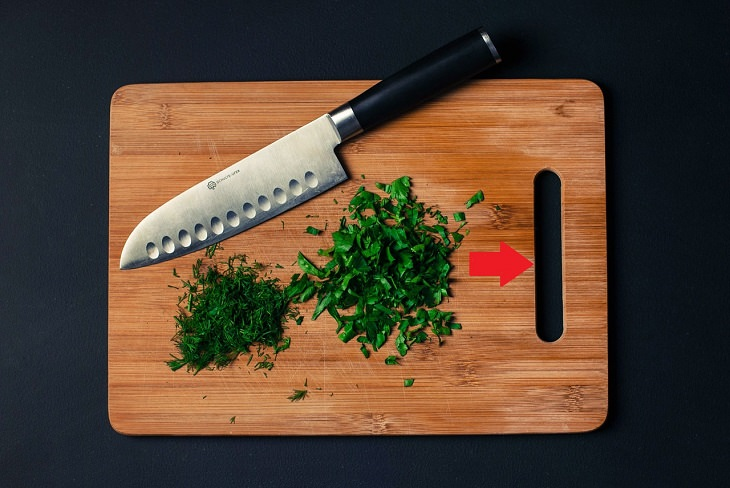 Cooking hacks: cutting board