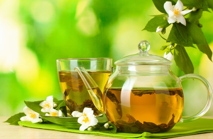 jasmine tea in a pot