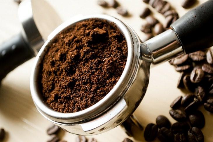 Too much coffee: ground coffee