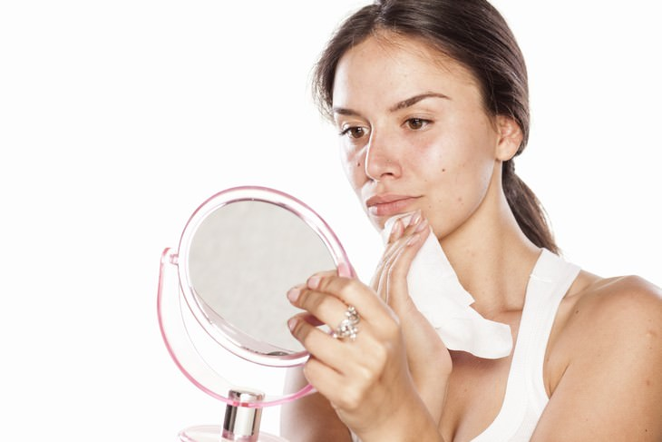 skincare myths Myth 2. Cleansing wipes are the best makeup removing method