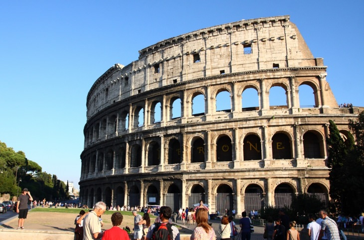 tips to avoid tourist traps the Colosseum