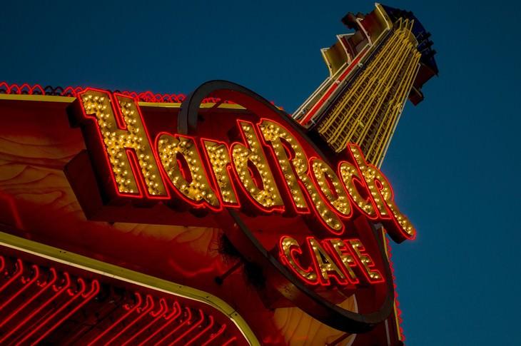 tips to avoid tourist traps hard rock cafe