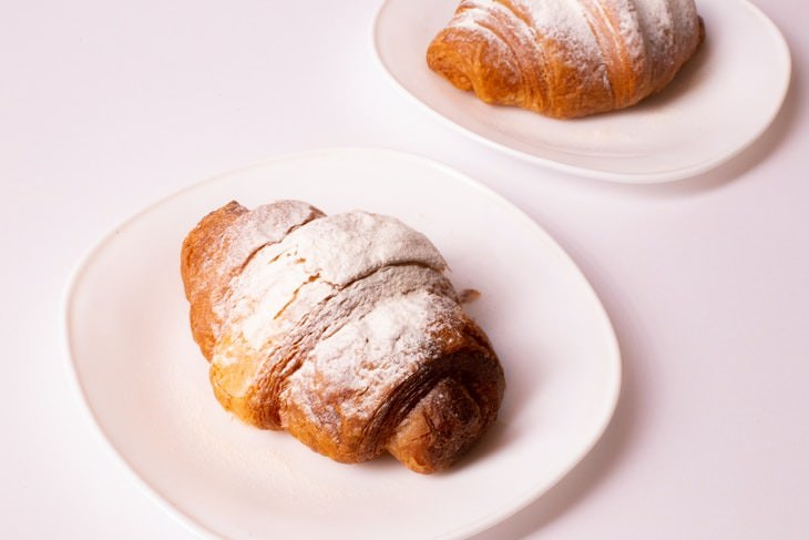 foods to try in France Croissant